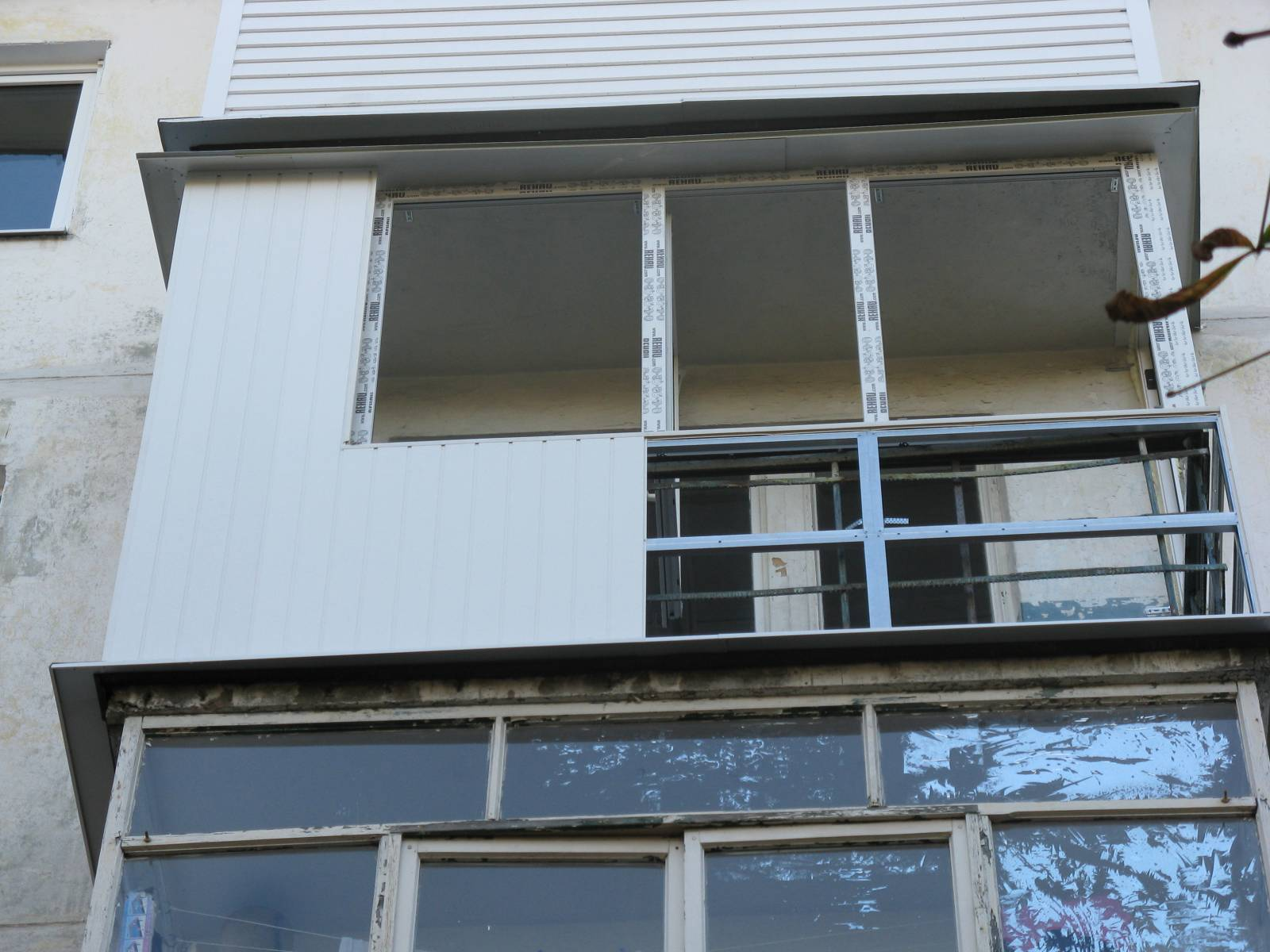 Отделать балкон сайдингом снаружи своими руками фото